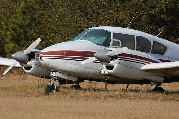 "1959 Piper PA-23-160 ""Apache"", Carthage, 03Dec17"