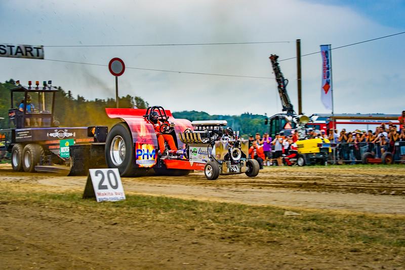 Tractor Pulling 2015-02401.jpg