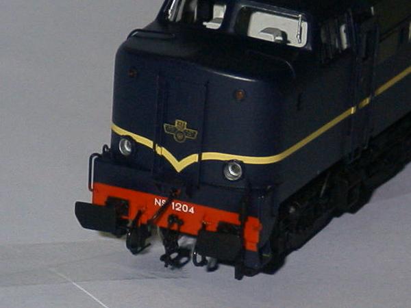 philotrain 870-24-3 1204 berlijns blauw zonder detail kop.JPG