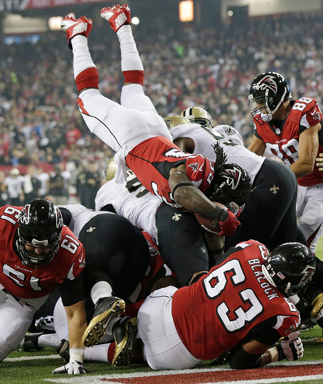 . Atlanta Falcons running back Steven Jackson (39) keeps into the end zone for a touchdown against the New Orleans Saints during the first half of an NFL football game, Thursday, Nov. 21, 2013, in Atlanta. (AP Photo/Dave Martin)