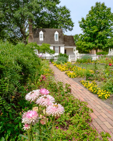CColonial Style Garden and 18th Century Home