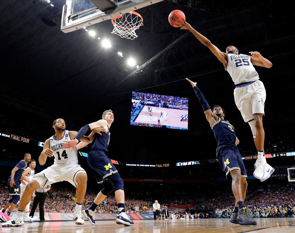 . Villanova\'s Mikal Bridges (25) shoots over Michigan\'s Zavier Simpson (3) during the second half in the championship game of the Final Four NCAA college basketball tournament, Monday, April 2, 2018, in San Antonio. (AP Photo/David J. Phillip)