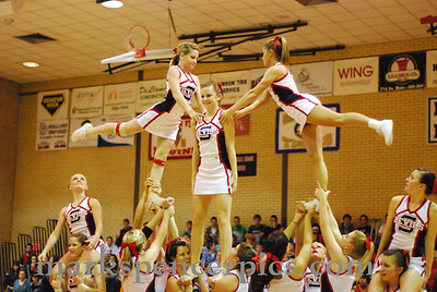 Cheerleaders Basketball 2009