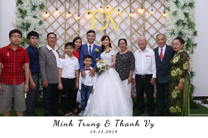 Trung-Vy-wedding-instant-print-photo-booth-Chup-anh-in-hinh-lay-lien-Tiec-cuoi-WefieBox-Photobooth-Vietnam-051.jpg
