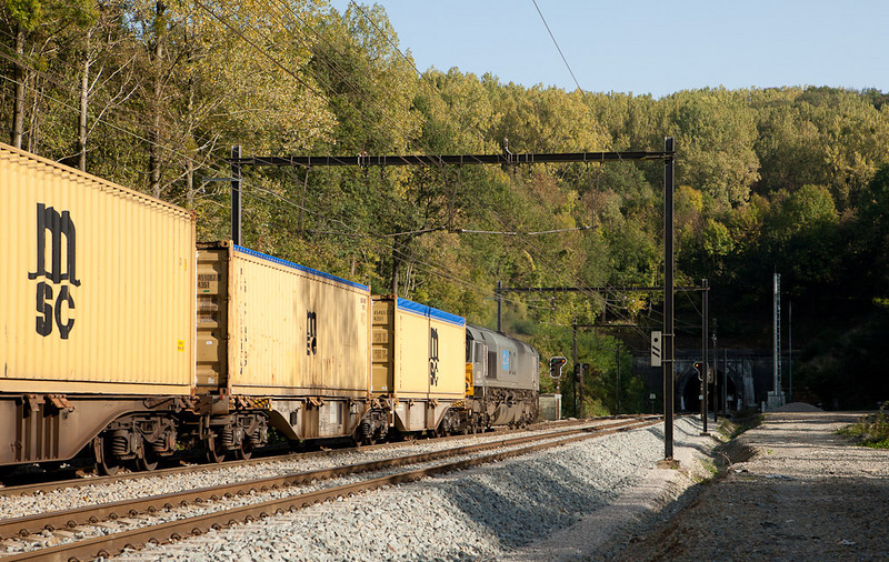 DLC PB20 leads an MSC container extra into the west portal of the Gulp Tunnel.