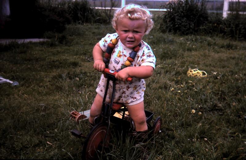 1966-10-25 (13) Susan 1 yr 3 mths.JPG