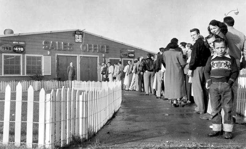 Waiting to buy a Lakewood home, 1950
