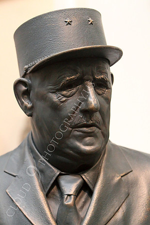Charles de Gaulle Statuary Pictures