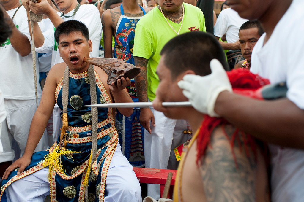 . Vegetarian festival devotees get pierced at the Bang Neow shrine on September 29, 2014 in Phuket, Thailand. (Photo by Borja Sanchez-Trillo/Getty Images)