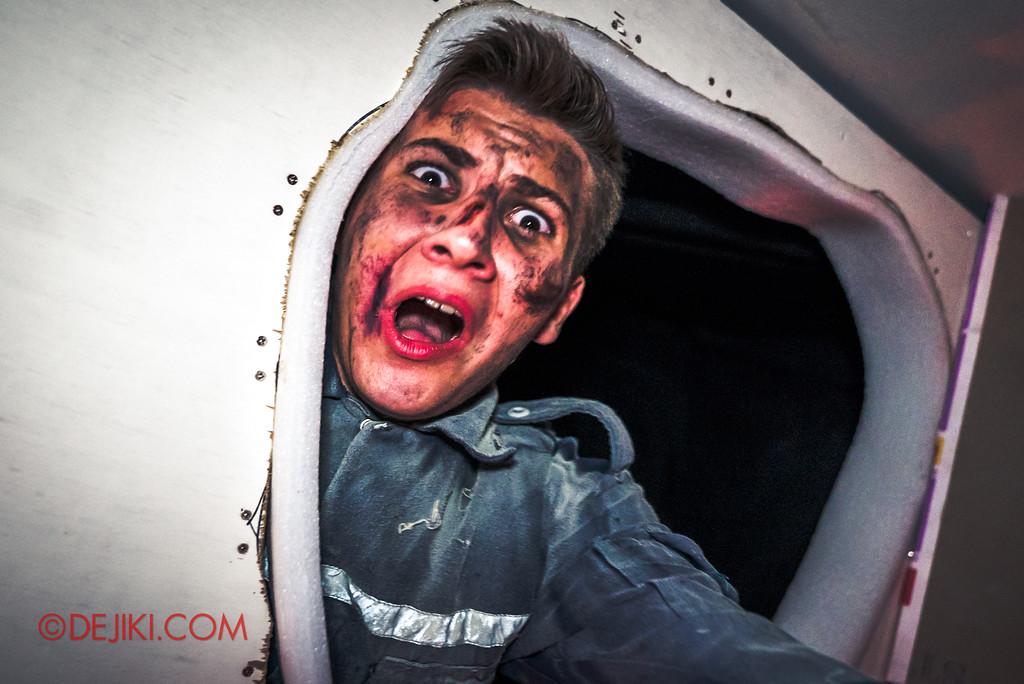 Halloween Horror Nights 7 Review - DEATH Mall haunted house / ceiling repairman