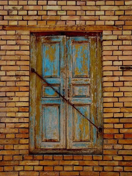Blue window mud brick Pahtahlik DSC01967.jpg
