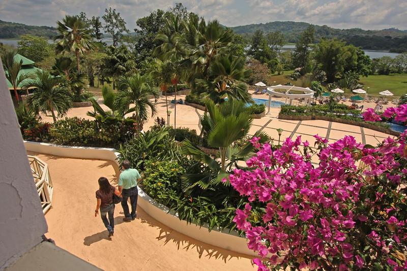 WB~PanamaGamboahotelwalkwaycouple1280.psd