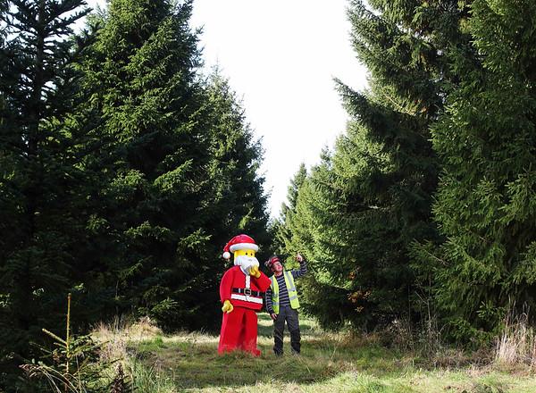 27/10/20 - Lego Santa chooses Covent Garden Xmas Tree