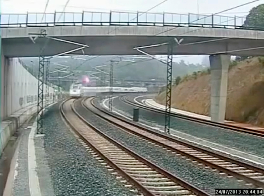 . A flash is seen as a train derails in this still image from the video of a security camera near Santiago de Compostela, northwestern Spain, July 24, 2013. A train derailed outside the ancient northwestern Spanish city of Santiago de Compostela on Wednesday evening, killing at least 77 people and injuring up to 131 in one of Europe\'s worst rail disasters. Video taken July 24, 2013. REUTERS/CCTV via Reuters TV