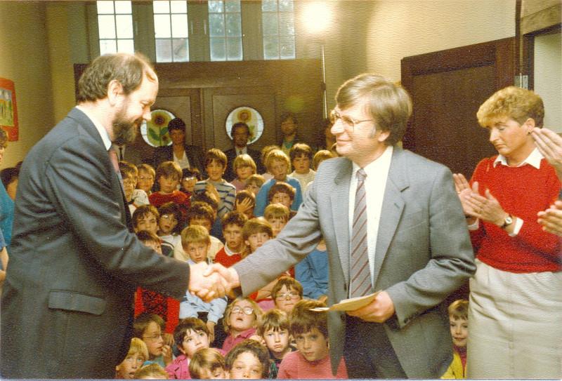 1986 Preisverleihung durch Kultusminister Breitenbach (3).jpg