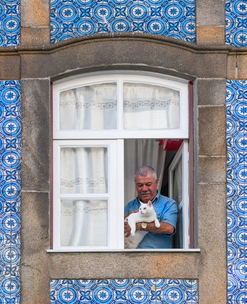 Man with Cat in Porto