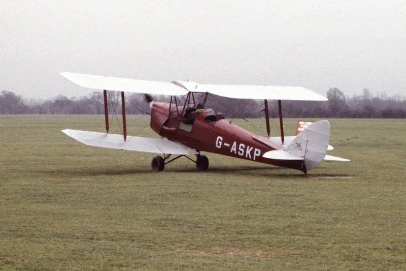 G-ASKP-DH-82ATigerMoth-Private-EGKH-1998-02-19-EI-42-KBVPCollection.jpg