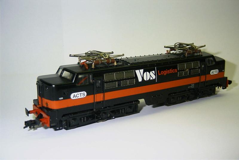 FL 4372 ACTS Vos 1255 zwart schuin.JPG
