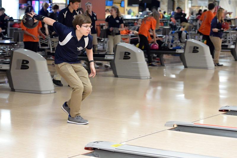 boys_bowling_9779.jpg