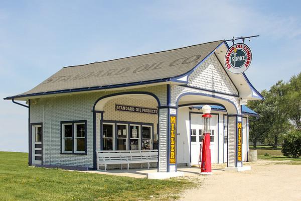Vintage & Abandon Service Stations