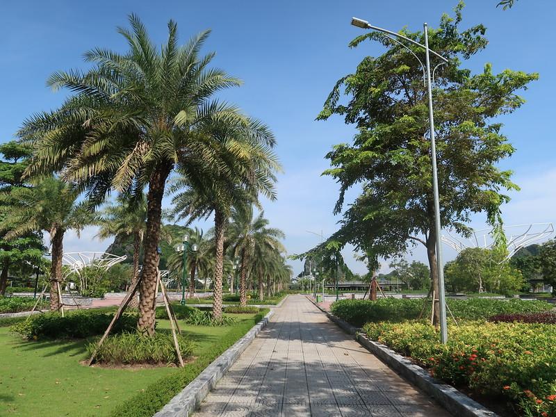 IMG_3564-ha-long-flower-park.JPG