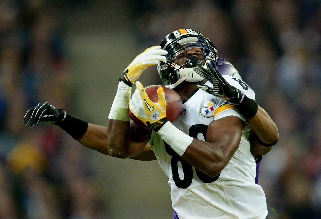 . Wide receiver Emmanuel Sanders #88 of the Pittsburgh Steelers makes a catchduring the NFL International Series game between Pittsburgh Steelers and Minnesota Vikings at Wembley Stadium on September 29, 2013 in London, England.  (Photo by Jamie McDonald/Getty Images)
