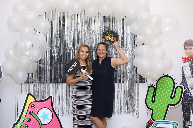 graduation-party-class-of-2021-instant-print-photo-booth-in-ho-chi-minh-Chup-hinh-in-anh-lay-lien-Tiec-Tot-Nghiep-2021-WefieBox-Photobooth-Vietnam-cho-thue-photo-booth-050.jpg