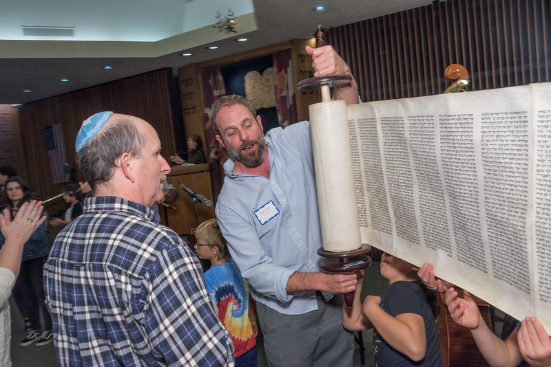 Simchat Torah-277.jpg