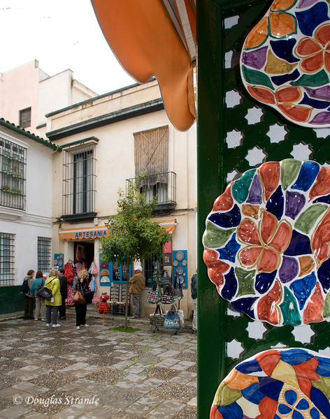 Tue 3/15 in Seville: Small plaza with shopping