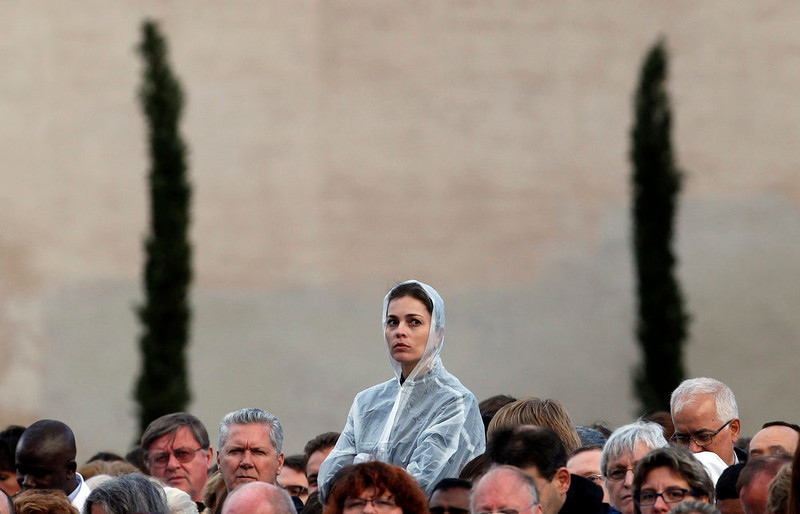. A faithful looks on as Pope Francis leads a Corpus Christi mass at San Giovanni in Laterano Basilica in Rome, May 30, 2013.       REUTERS/Giampiero Sposito