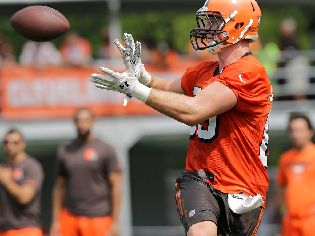 . Cleveland Browns tight end Taylor McNamara catches a pass during practice at the NFL football team\'s training camp facility, Thursday, July 27, 2017, in Berea, Ohio. (AP Photo/Tony Dejak)