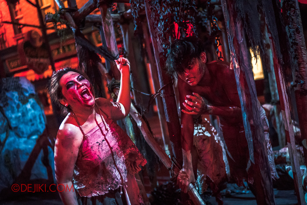 Halloween Horror Nights 7 - Pilgrimage of Sin / Cruelty cage Belle crying