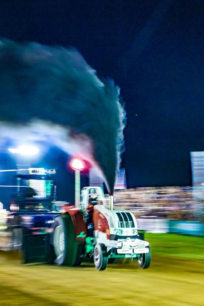 Tractor Pulling 2015-01805.jpg