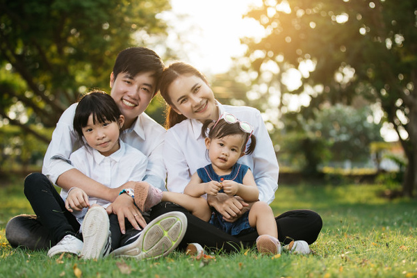 asian-family-portrait-with-happy-people-smiling-park-lifestyle-holiday-concept_35721-112.jpg