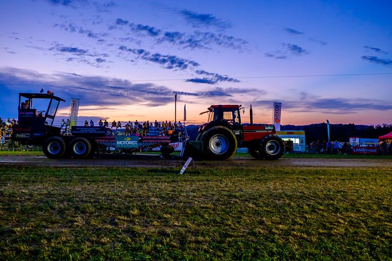 Tractor Pulling 2015-2081.jpg