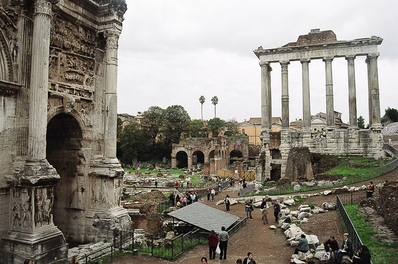 Sunday_Foro_Victory_Arch_and_Temple_Ruins