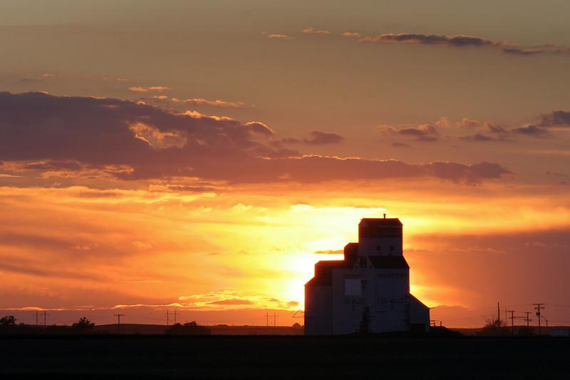 saskatchewan sunset.jpg
