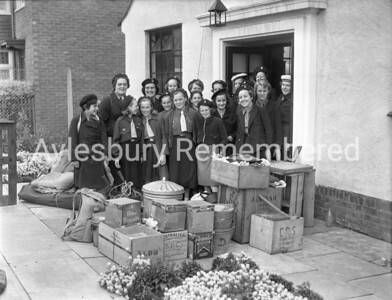 Guides leaving for camp, Aug 1953