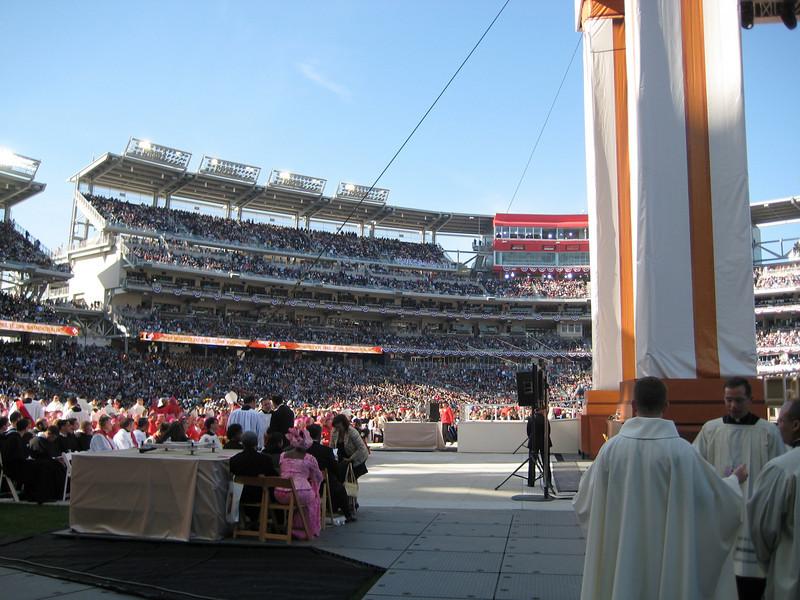Pope Mass Nats Stadium 4-17-08 029.jpg