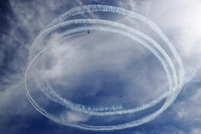 DSC06475-stunt planes and flag.jpg
