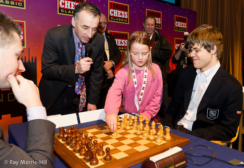 Round 7: Magnus Carlsen preferred not to take his assistant's advice and played 1. d4 instead.