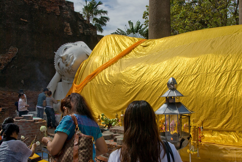 Reclining Buddha 1 - Ayutthaya, Thailand.jpg