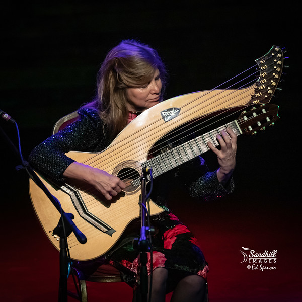 Muriel Anderson and her harp guitar- what a fantastic performer!