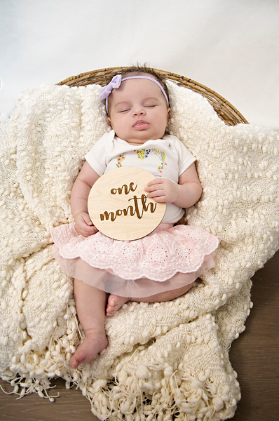 Eliana Brie - 1 month pictures