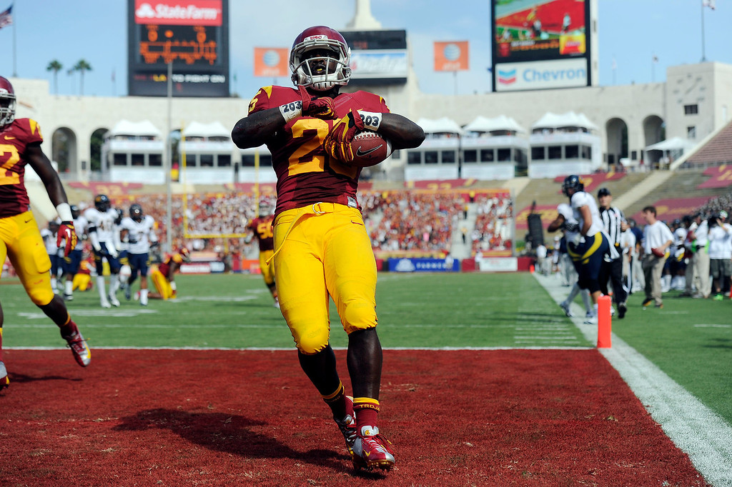 . USC\'s Silas Redd #25 scores  the first touchdown of game against CAL in the 1st quarter during their game at Los Angeles Memorial Coliseum September 22, 2012. (Hans Gutknecht/L.A. Daily News)