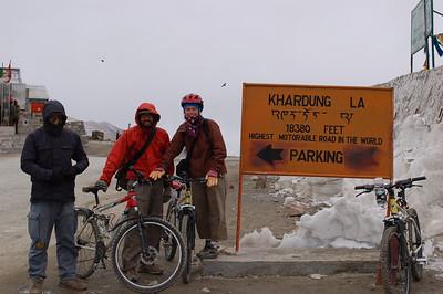Khardong La - Mountain Bike Descent