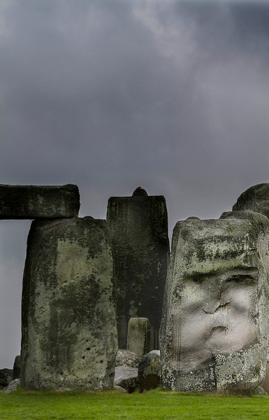A face in stone-Is someone looking over Stonehenge?