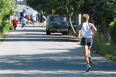 2002 Sidney Days 5K - ...And disappears into the distance