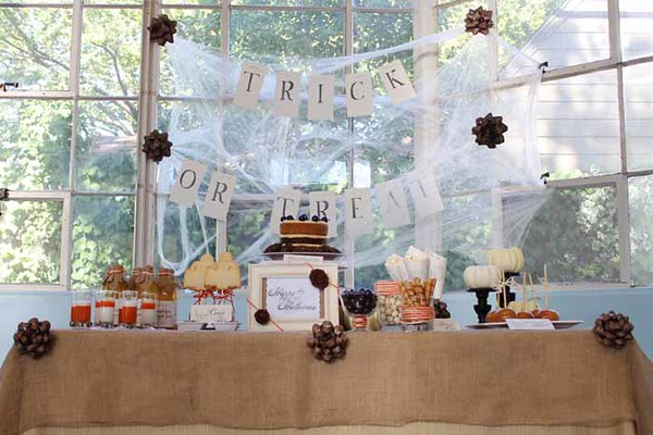 Dawn's Bella Via & C. | Halloween Dessert Table