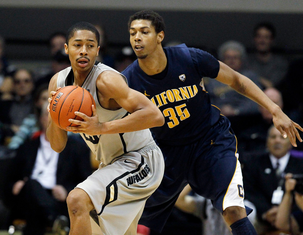 . Colorado guard Spencer Dinwiddie, left, looks to pass the ball as California forward Richard Solomon covers in the second half of Colorado\'s 81-71 victory in an NCAA basketball game in Boulder, Colo., Sunday, Jan. 27, 2013. (AP Photo/David Zalubowski)